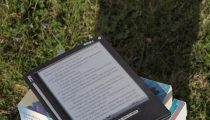 The Great Debate: E-reader or Paperback?